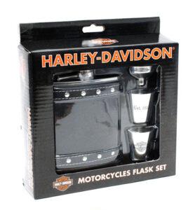 Set Fiaschetta 2 Shot Imbuto Harley Davidson Rivestimento Pelle Borchie.Shot e imbuto in acciaio.Confezione regalo Originale Harley Davidson.Art. HDL-18505.